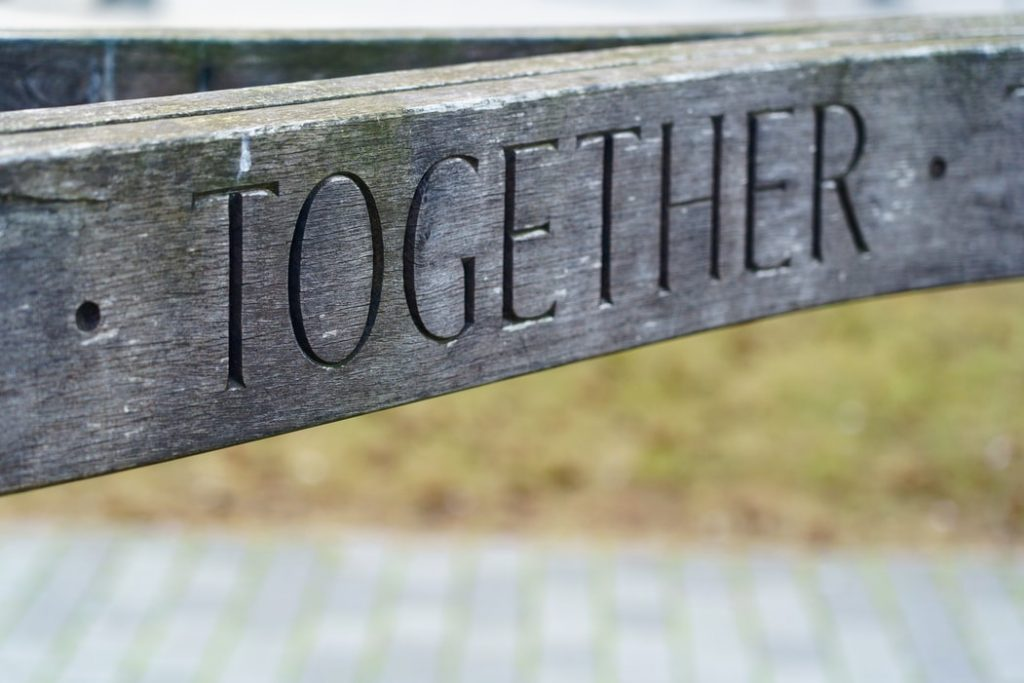"incisione su legno ""together"""